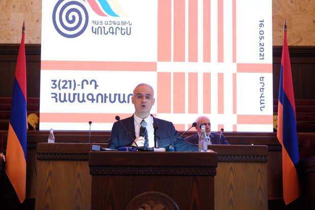 Соратники обвинили Пашиняна в угрозе развала Армении