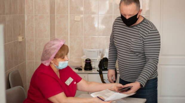 Онастоятельной вакцинации работников торговли заговорили вРостовской области