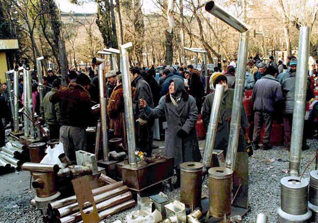 Украина может пойти попути Грузии начала 1990-х, где власть правительства непростиралась дальше окраин Тбилиси, аквартиры всоветских многоэтажках отапливались буржуйками