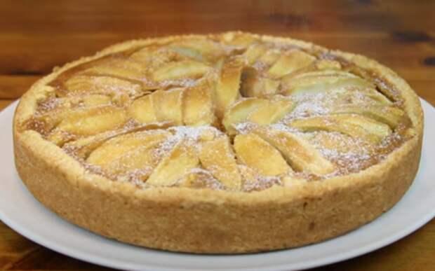 Яблочный тарт с карамелью