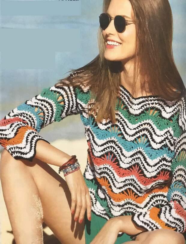 Женский пуловер с зубчатым узором крючком