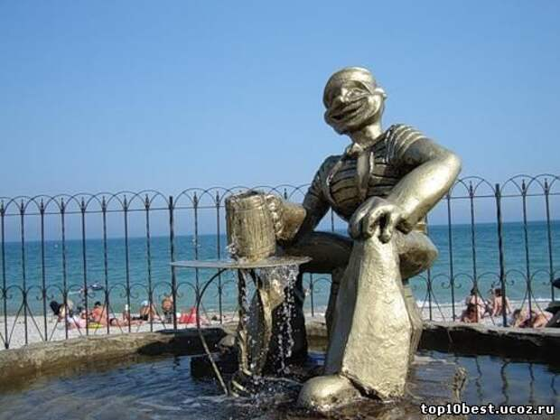 Памятник моряку.