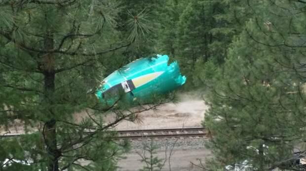 В США сразу три фюзеляжа Boeing 737 упали в реку (фото)