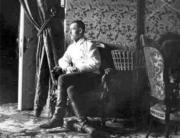 Великий князь Михаил Александрович в одной из комнат Гатчинского дворца    Фото: radikal.ru