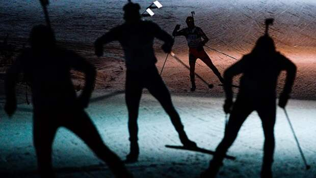 Спортсмены на дистанции индивидуальной гонки среди мужчин на чемпионате мира по биатлону. Архивное фото в финском Контиолахти