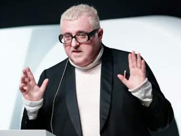 В Париже от коронавируса умер модельер Альбер Эльбаз