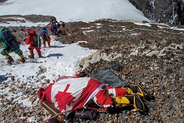 Замёрзший канадский альпинист