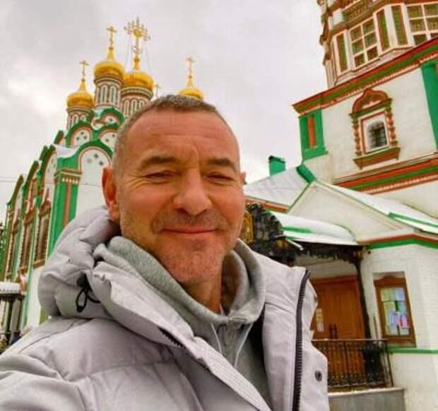 Харизматичный Максим Дрозд: карьера, монастырь и семья актёра