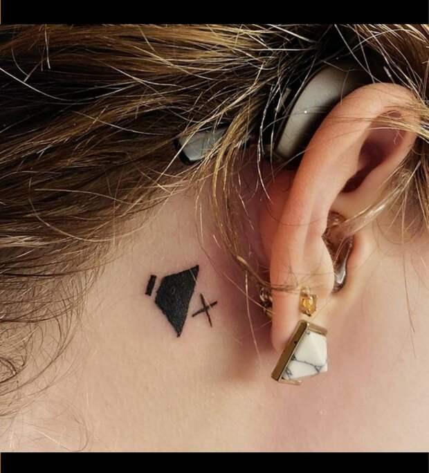 Татуировка, предупреждающая о глухоте