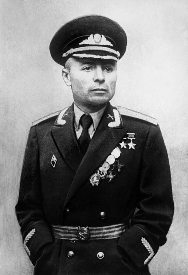 Этот советский командир воевал на передовой без рук