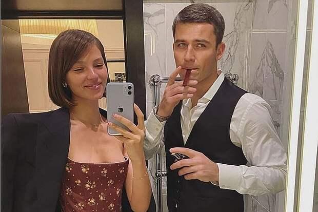 Невозможно больше скрывать: Алеся Кафельникова пришла на вечеринку на последних месяцах беременности
