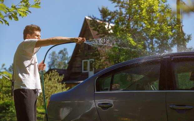 Всегда мою машину на даче! И масло меняю! Разве нельзя?
