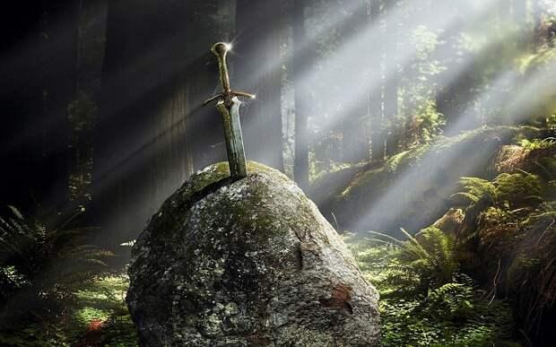 По легенде, меч в камень вонзил король Артур. | Фото: sf.co.ua.
