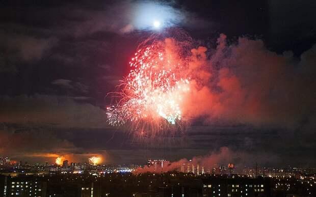 Салют в честь Дня Победы начался в Москве