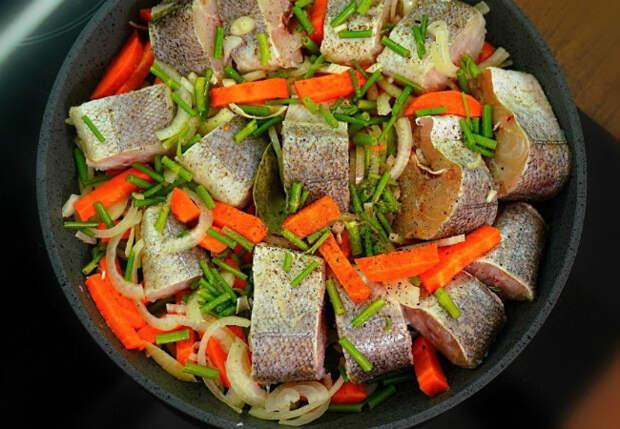 Минтай с овощами покоряет с первого укуса. Рыбный ужин без затрат