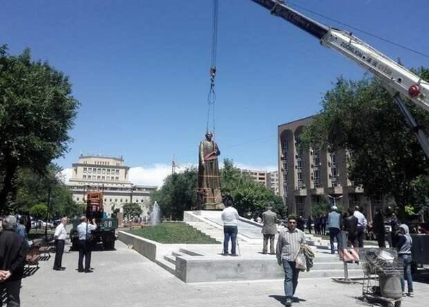 Памятник Нжде в Ереване