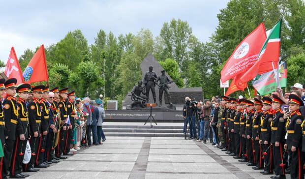 Люди будут знать, что это была завойна: вКазани открыли новый памятник