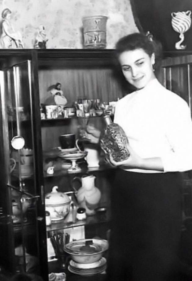 Актриса Татьяна Пилецкая в домашней обстановке.