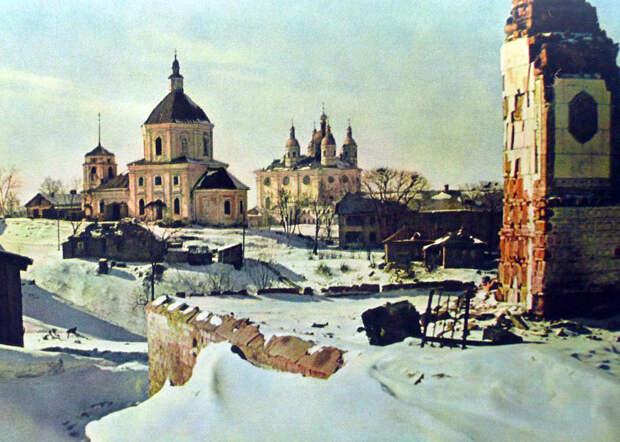 1942. Георгиевская церковь и Успенский собор