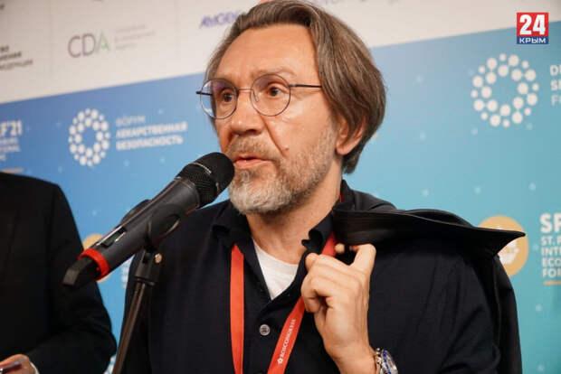 «Это нелепость»: Шнуров прокомментировал санкции в отношении артистов за выступления в Крыму