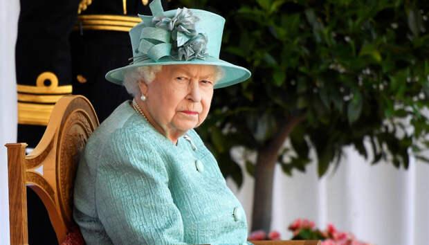 Для Елизаветы II разрабатывают специальные перчатки, убивающие коронавирус