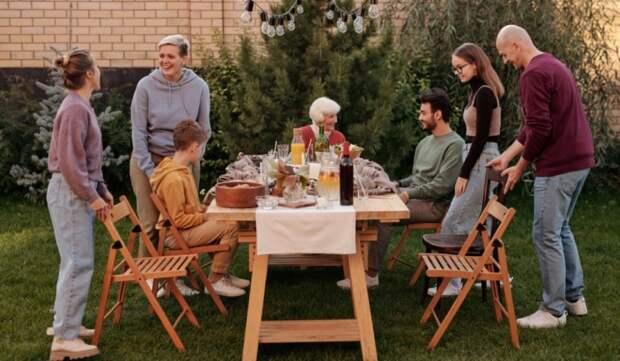 Душевные посиделки в кругу родственников — отличный способ провести время в Международный день семьи