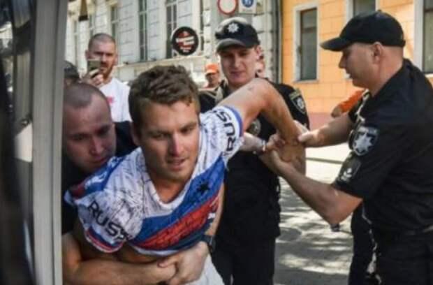 Полицейские стали пособниками фанатичных патриотов по своей воле, или по своей глупости. Интервью с Юлией Гаврилюк, адвокатом американца, арестованного за футболку с надписью «Russia»