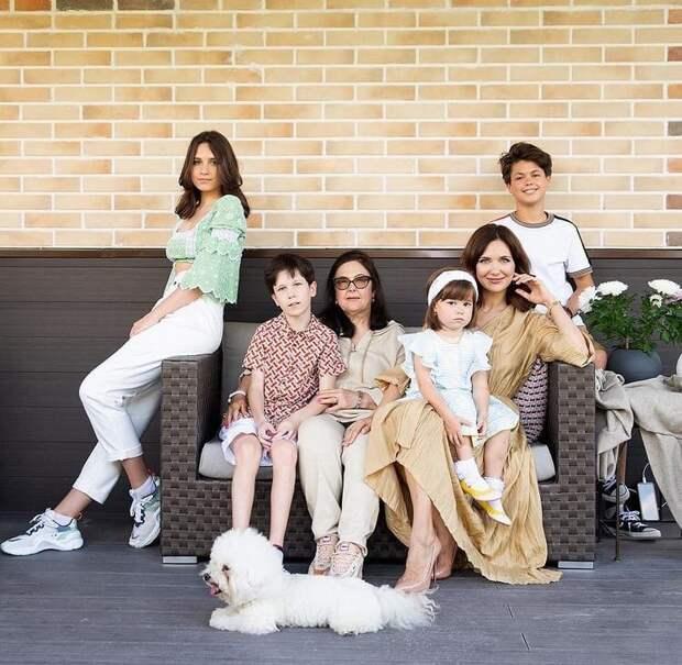 Самые красивые многодетные мамы шоу-бизнеса