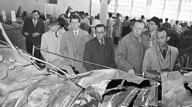 Выставка обломков самолета Пауэрса, 1960 год. <br>
