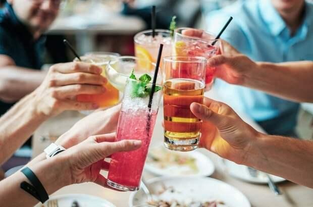 В Москве на неделю ограничат работу фуд-кортов и ресторанов