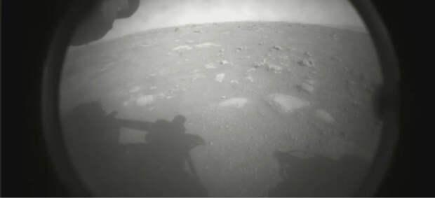 Китайский космический аппарат впервые совершил посадку на Марс