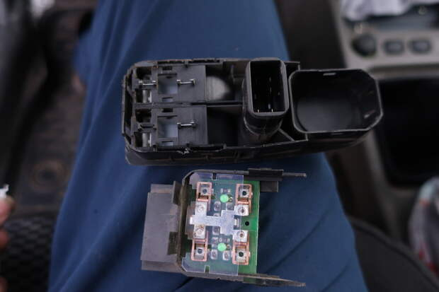 Починил бесплатно стеклоподъёмник на Калине, за ремонт которого на СТО с отца хотели взять 5000 р