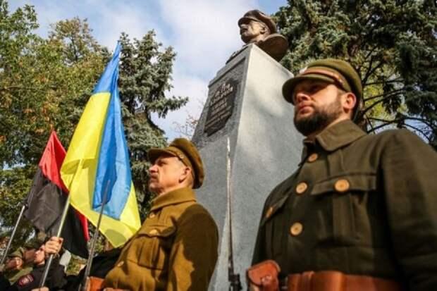 Памятник полковнику УНР, которого расстреляли свои же, открыт в Киеве