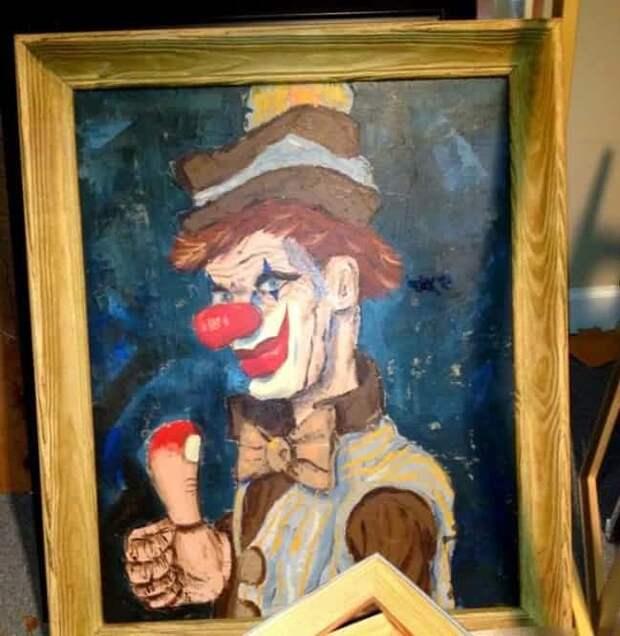 Портрет злого клоуна находки, неожиданности, чердак