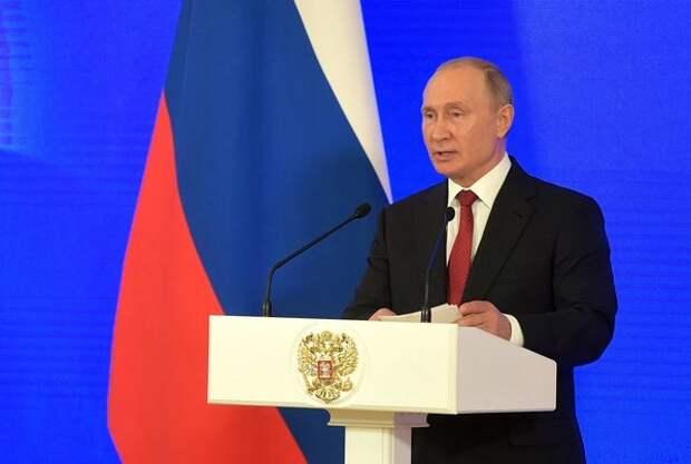 Путин вручил более 40 государственных наград в Кремле