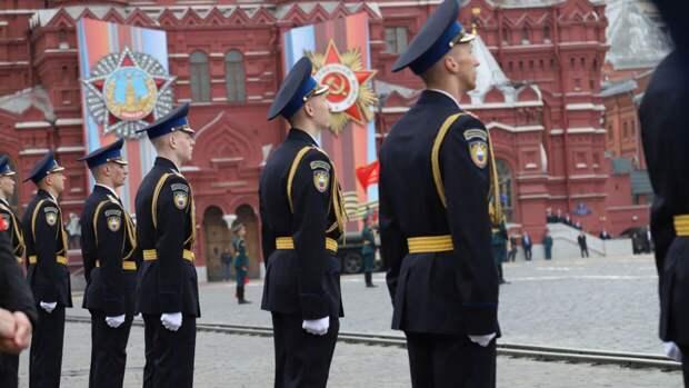 Более 12 тысяч военных примут участие в московском параде Победы