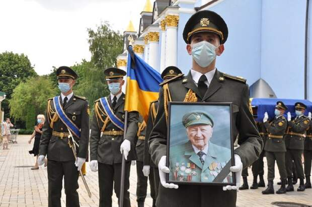 Президентский полк участвовал в похоронах ветерана СС