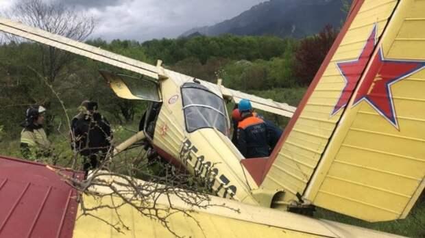 Легкомоторный самолет совершил экстренную посадку в Северной Осетии