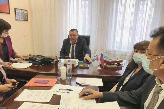 В Депутатском центре Нижневартовска ответили на вопросы дачников