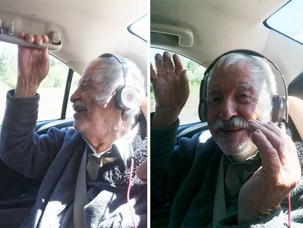 5. 92-летний дедуля впервые слушает музыку в наушниках возраст, новые свершения, позитив, смех, старость. бабульки, юмор
