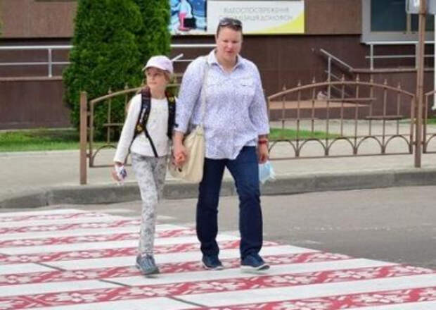 В Житомире «крестиком вышили» пешеходный переход