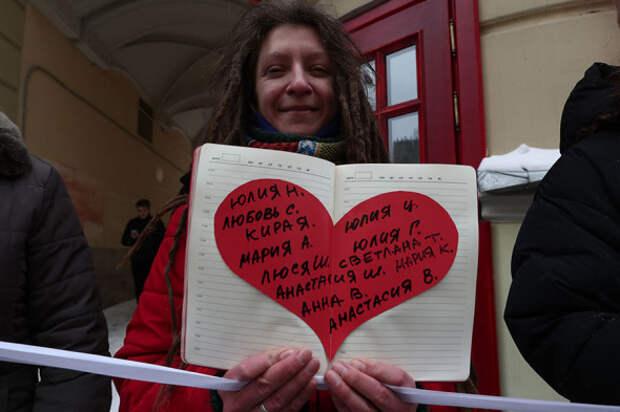 В Москве и Петербурге активисты выстроились в цепи солидарности