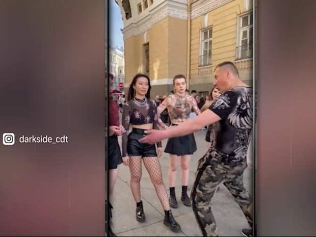 В Петербурге бывший спецназовец обматерил танцевавших под K-Pop девушек