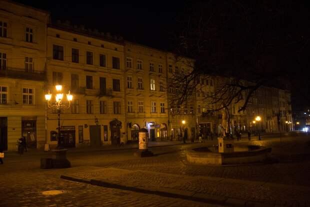 Площадь Рынок ночью