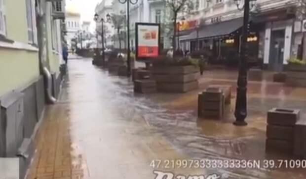 ВРостове-на-Дону сильный ливень затопил улицы Нахичевани
