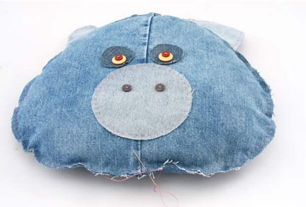 Детские подушки-игрушки из старых джинсов