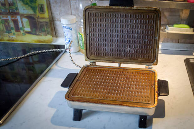 Электрическая вафельница
