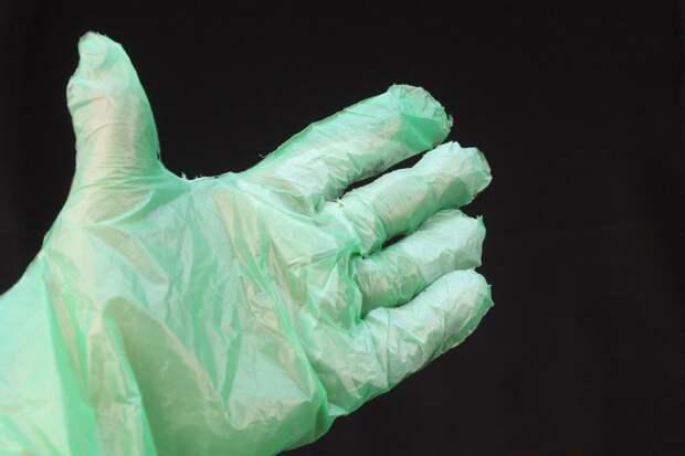 Из мусорных пакетов я делаю прочные одноразовые перчатки за несколько минут