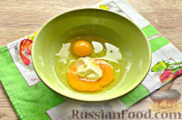 Фото приготовления рецепта: Бризоль с сосиской и сыром - шаг №4