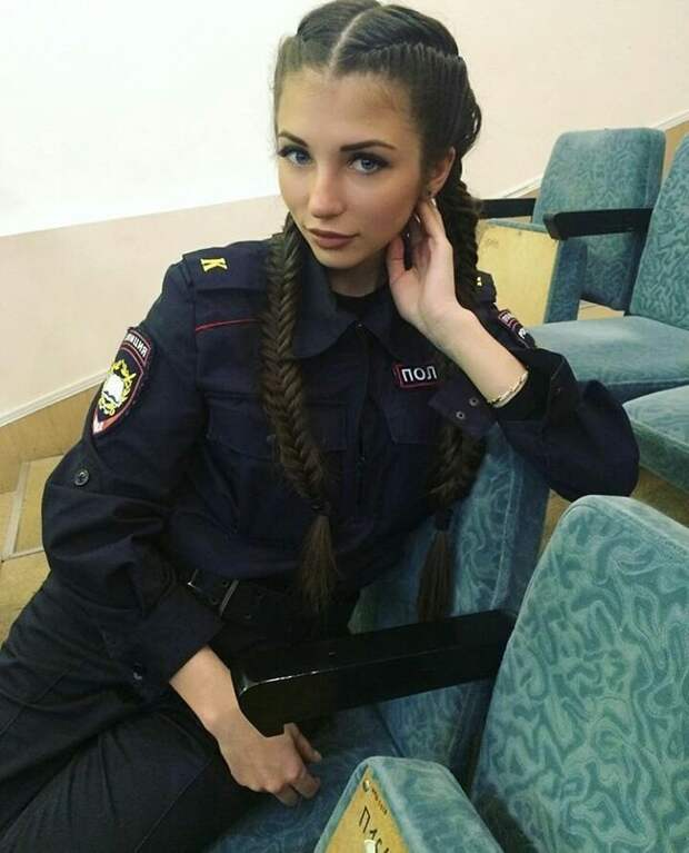 Проблема во всей этой истории одна. Когда видишь такого полицейского, хочется стразу нарушить закон девушки, красота, курсанты, мвд, полиция, россия, форма